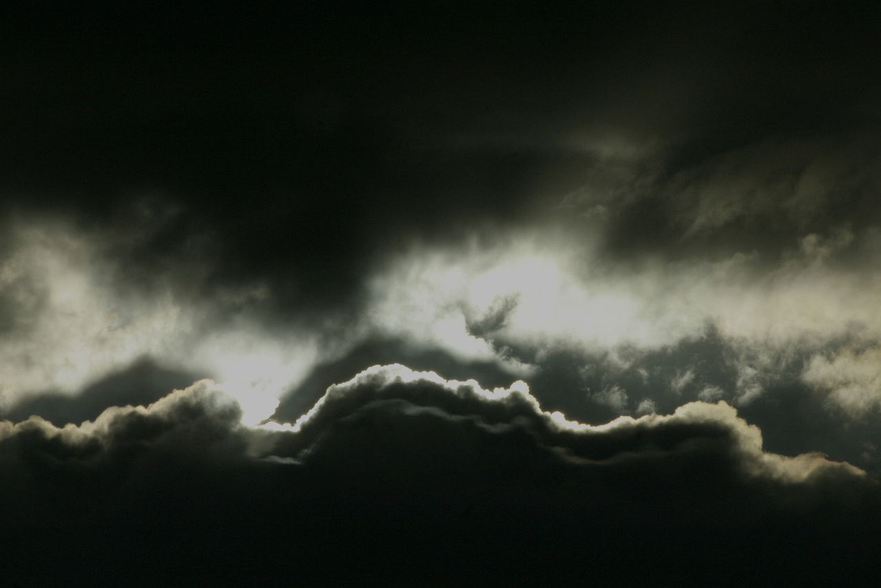 dark-cloud-1539729-1279x852
